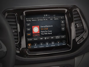 "Jeep Compass - Uconnect™ 8.4"" NAV-infotainmentsysteem"